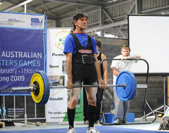 use-belt-to-prevent-injury-during-deadlift